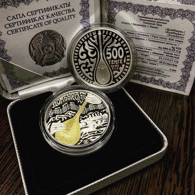 Монета 500 тенге домбра золотой монетный двор спб